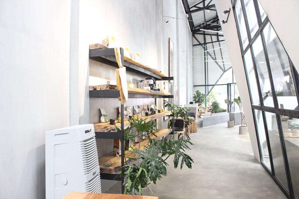 Quán cà phê được xây dựng theo mẫu nhà khung thép